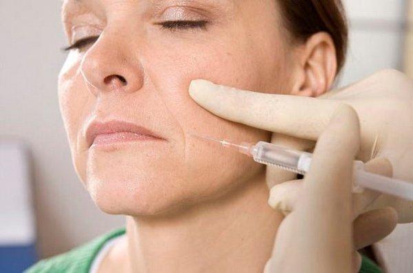 Разглаживание морщин – то, чего добиваются многие девушки, проходя биоревитализацию