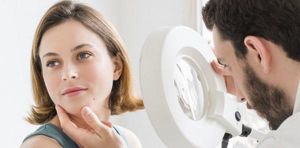 Перед процедурой нужно проконсультироваться с дерматологом или косметологом