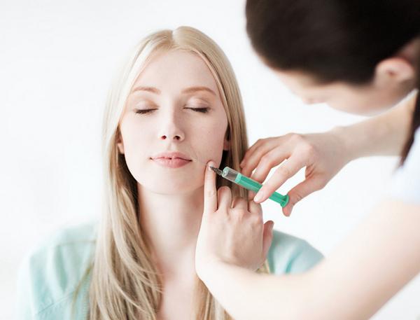 При биоревитализации с помощью препарата «Бьютель» можно добиться разглаживания морщин