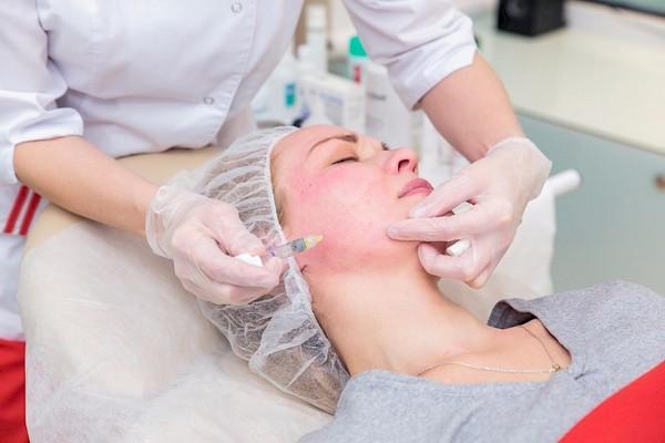 Косметологи отмечают, что наиболее эффективным методом борьбы со старением является применение средств с пептидами