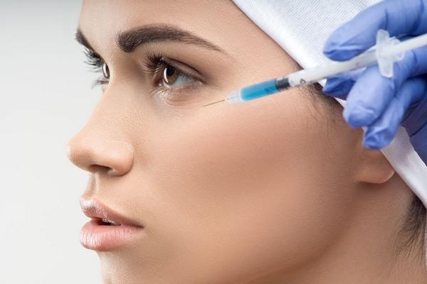 Шприца хватает на обработку кожи лица и зоны декольте