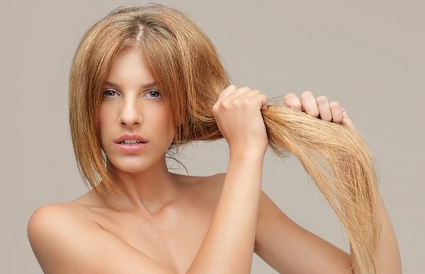 Такую процедуру назначают, если волосы слабые и ломкие