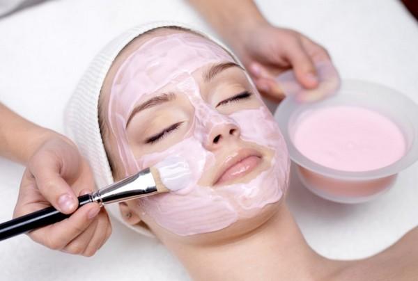 С помощью такой процедуры можно очистить чувствительную и тонкую кожу
