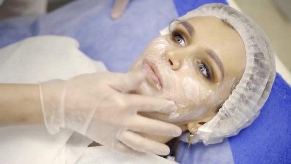 Поскольку врач обезболит кожу лица перед введением препарата, пациент не почувствует дискомфорта