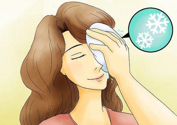 Холодный компресс поможет в снятии отёка
