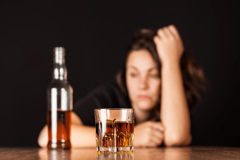 Употреблять алкоголь не стоит в течение 2-3 недель после биоревитализации