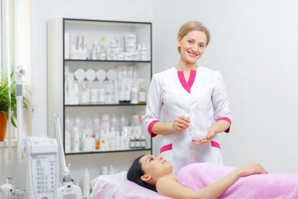 Макияж можно делать лишь после получения разрешения от косметолога
