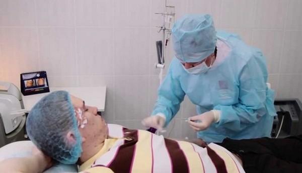 Возможно проведение внутривенной озонотерапии, когда средство вводится с помощью капельницы