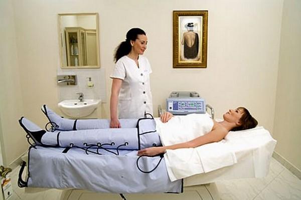 Проводится лимфодренаж для улучшения состояния кожи