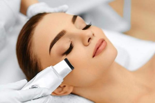 С помощью профессиональной чистки лица можно улучшить состояние кожи