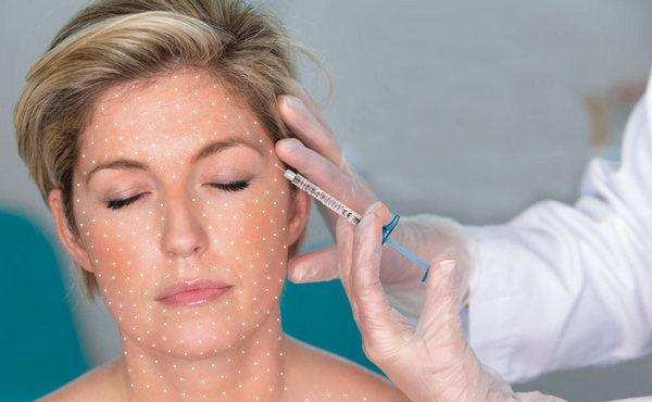 В ходе биоревитализации в глубокие слои кожи вводится гиалуронат