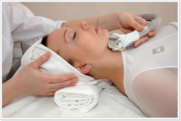 С помощью такого массажа можно избавиться от морщин на шее