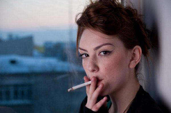 Из-за курения такая проблема тоже возникает