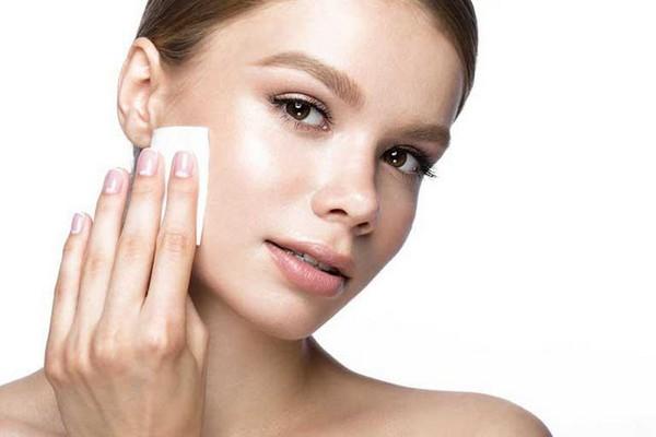 После процедуры нужно обеззаразить кожу антисептиком