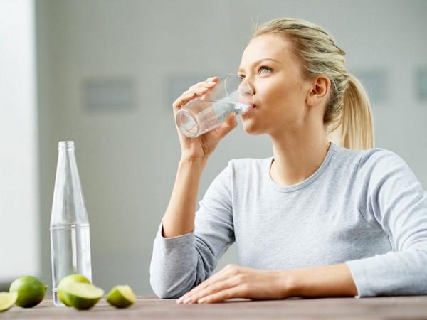Нужно пить воду до и после сна