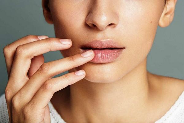 Филлеры увеличивают объем губ