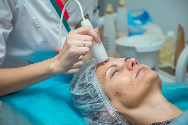 Можно использовать безоперационные косметологические процедуры