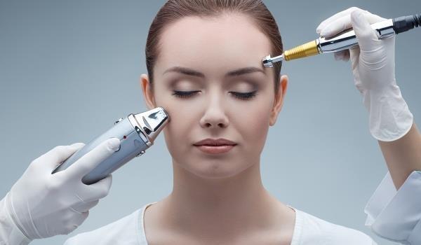 При обработке кожи лица обычно используют подвижные электроды