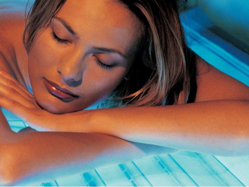 После курса ПУВА-терапии кожа приобретает ровный загар