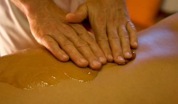 Часто средства для подтяжки кожи содержат мед