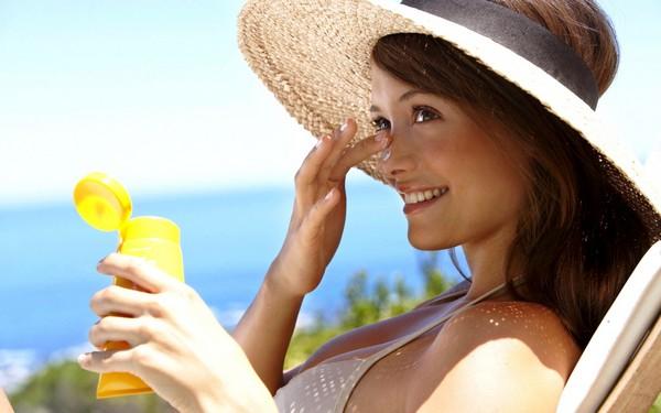 Стоит защищать кожу от воздействия прямых солнечных лучей