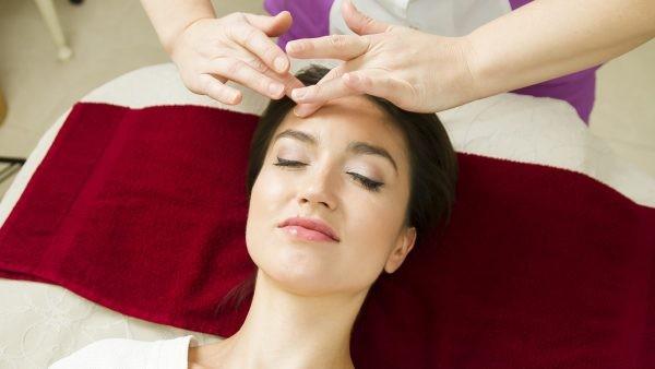 Для выполнения массажа в домашних условиях нужно изучить правила выполнения такой процедуры