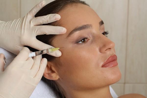 Традиционная мезотерапия предполагает инъекционное воздействие