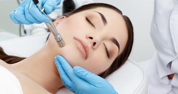 Алмазная дермабразия – наиболее щадящая процедура