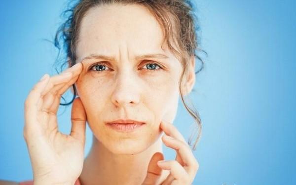 Показанием к процедуре является нездоровый цвет лица