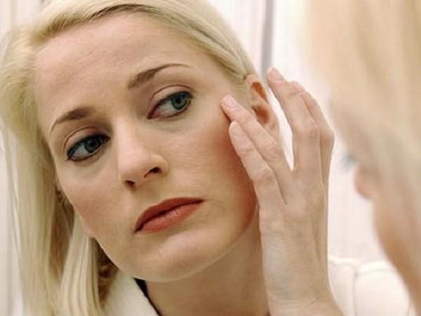 При частом посещении солярия может начаться увядание кожи