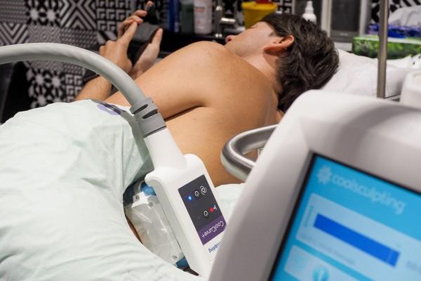 Половина всего лишнего жира можно убрать за счет криолиполиза на аппарате Zeltiq