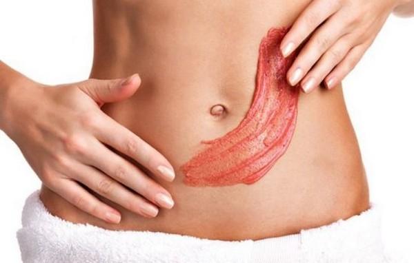 Клубника помогает насытить необходимыми элементами глубокие слои кожи