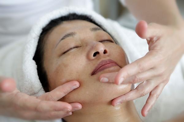 При выполнении такого массажа в домашних условиях стоит посещать специалиста хотя бы раз в полгода