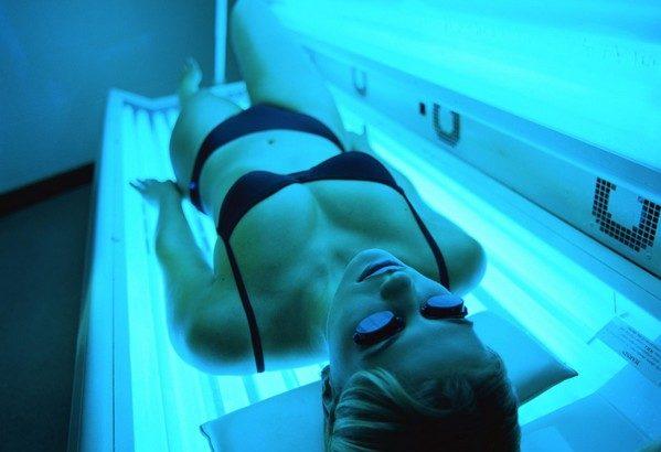 Загорать в солярии стоит, будучи полностью здоровым