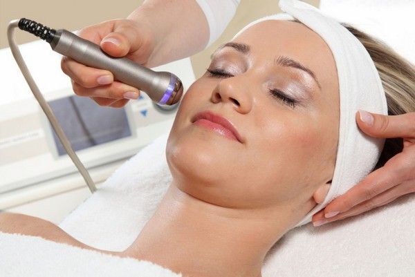 Лазерная мезотерапия не отличается ничем в плане проведения процедуры от прочих видов данной процедуры