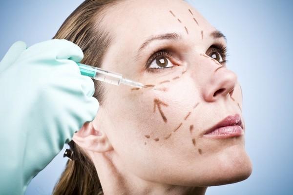 Хирургическая операция проводится при сниженном тонусе кожи