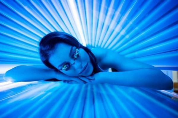 Защищать глаза во время загара в солярии очень важно
