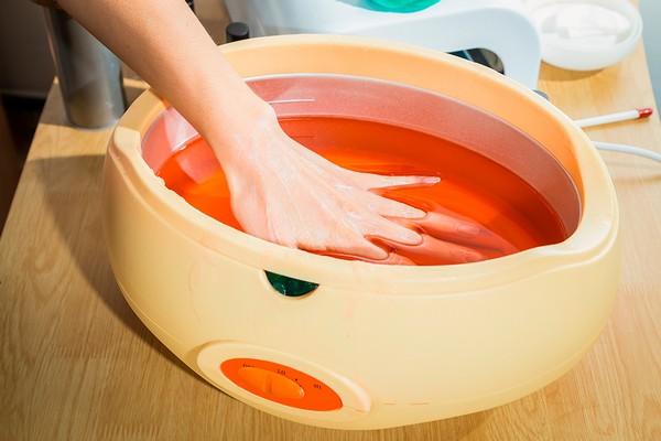 Можно сделать ванночки из парафина
