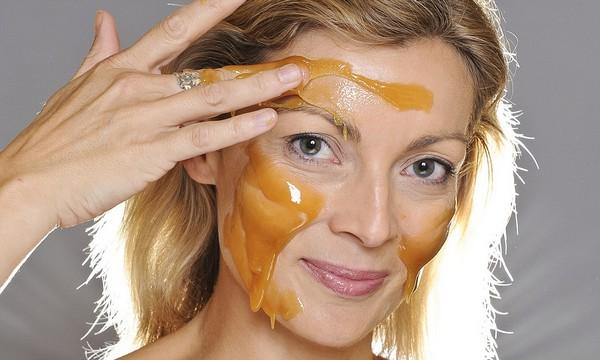 Мед насытит кожу питательными веществами