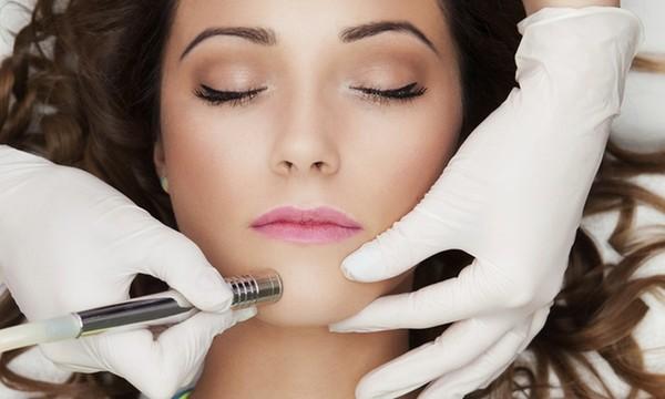 Главное в процедуре – шлифовка кожи лица аппаратом