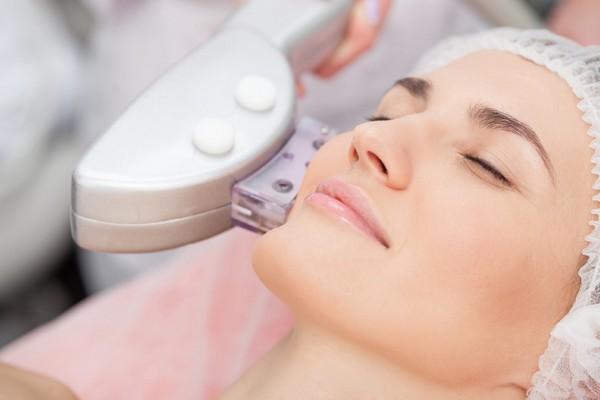 Лазерное омоложение улучшает состояние кожи