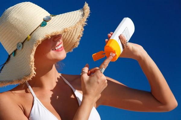 Нужно оберегать кожу от ультрафиолетового излучения