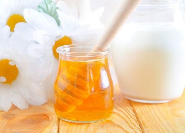 Мед часто используется для избавления от бугров на коже