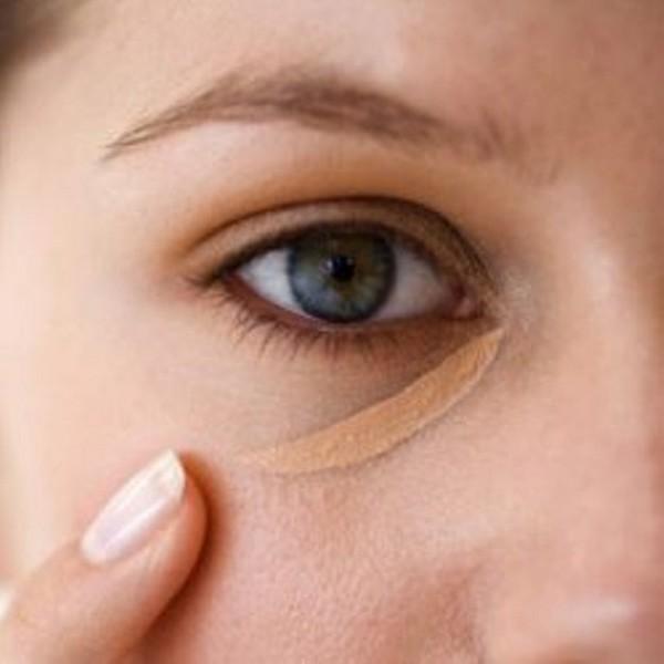 Следование рекомендациям поможет красиво скрыть слезную складку