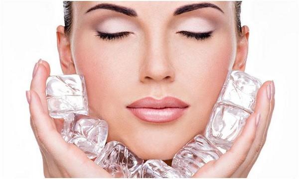 С помощью криомассажа можно устранить многие неприятные моменты во внешности