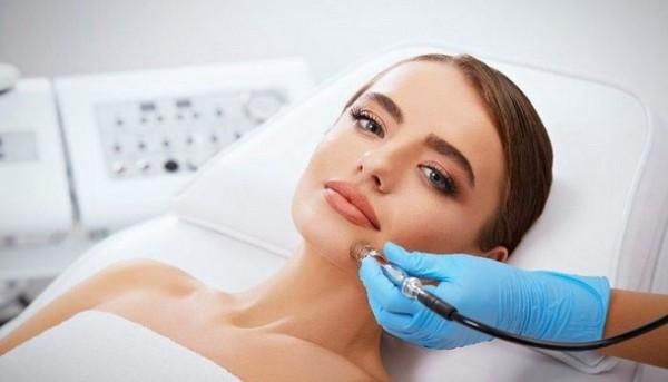 Безболезненность процедуры – один из плюсов алмазной дермабразии