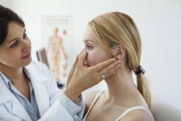 При появлении первых признаков такой проблемы лучше обследоваться у врача