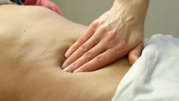 Ручной массаж крайне эффективен в избавлении от такой проблемы
