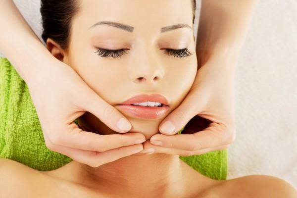 Можно добиться простым массажем регенерации клеток кожи лица