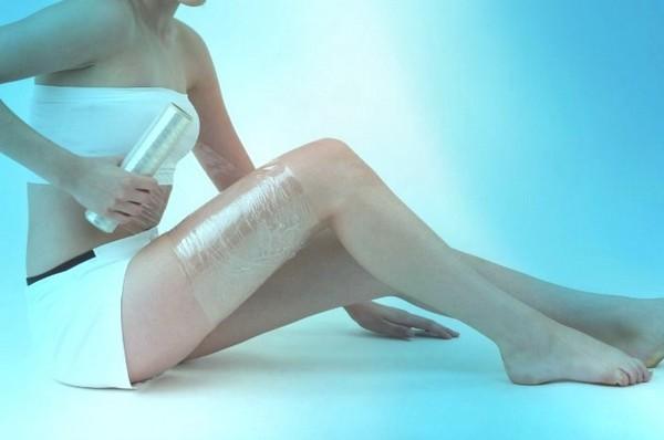 Холодное обёртывание особенно хорошо помогает при проблемах с ногами